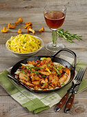 Chicken cutlets with chanterelles and tagliatelle
