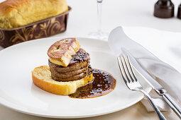 Tournedos Rossini with brioche and foie gras