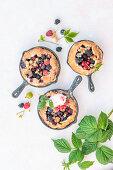 Sommerliche Beerenpfannenkuchen