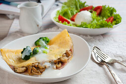 Omelette stuffed with porcini mushrooms and cooked ham