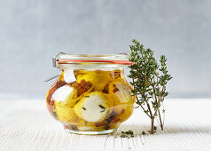 Mozzarella in thyme and lemon oil