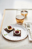Pumpernickel with boiled egg and beetroot cream