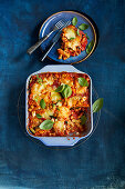 One-Pot-Pasta-Auflauf mit Antipasti-Gemüse und Feta