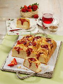 Pudding Buchteln (baked, sweet yeast dumplings) with a strawberry filling and crumbles
