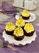 Saffron and date cupcakes with pistachios
