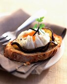 Poached egg with truffles on aubergines