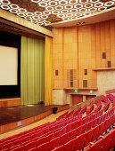 Innenansicht des Entuziast Kino mit seinen tausend Sitzplätzen, Moskau, Russland
