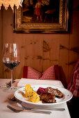 Hauptgericht, Essen, Wild, Winter, Innenaufnahmen, Südtirol, Italien, Alpen, Europa