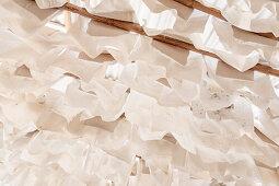 Trocknung des Papiers, historische Papierherstellung in der Fundación San Lorenzo, Barichara, Departmento Santander, Kolumbien, Südamerika
