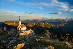 Chapel at Hochgern with view to Chiemgau Alps, from Hochgern, Chiemgau Alps, Upper Bavaria, Bavaria, Germany
