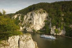 Ausflugsschiff auf der Donau, Donaudurchbruch am Kloster Weltenburg, Donau, Bayern, Deutschland