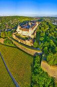 Luftbild der Festung Marienberg in Würzburg, Sonnenaufgang, Unterfranken, Franken, Bayern, Deutschland, Europa