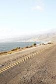 Strasse auf dem Weg zu Jalama Beach, Kalifornien, USA.