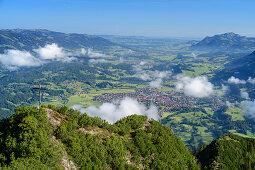 Wolkenstimmung über Himmelschrofen, Oberstdorfer Tal und Grünten im Hintergrund, Himmelschrofen, Allgäuer Alpen, Allgäu, Bayern, Deutschland