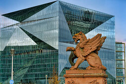 Cube Berlin, modernes Bürogebäude am Washingtonplatz nähe Hauptbahnhof, Moltkebrücke, Glasfassade, Berlin, Deutschland
