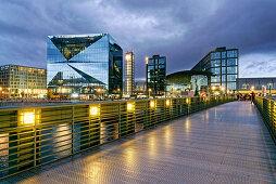 Cube Berlin, modernes Bürogebäude am Washingtonplatz nähe Hauptbahnhof, Glasfassade, Gustav-Heinemann-Brücke, Berlin, Deutschland