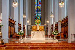 Main altar; Chancel; Elmar Hillebrand; 1993; Munich Cathedral; Munich Cathedral; Woman Church; Cathedral to Our Lady; Cathedral of the Archdiocese of Munich and Freising
