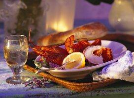 Gekochter Hummer mit Zitrone; Brot & Wein