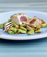 Fried tuna with broad beans and strips of ham