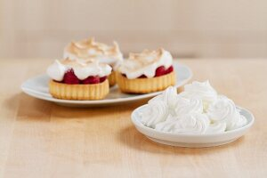 Meringue dots and raspberry tarts topped with meringue