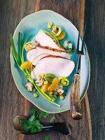 Turkey breast with leek, mushrooms and oranges