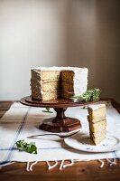 Rosmarin-Polenta-Kuchen mit Honig-Butter-Creme