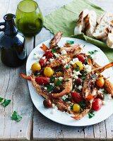 Garnelen-Saganaki mit Oliven und Tomaten (Griechenland)
