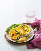 Leek tartlets with smoked salmon and capers