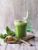 A kale and cress smoothie with ginger and pineapple