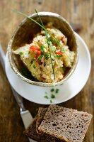 Hirseaufstrich mit Sauerkraut, Vollkornbrot