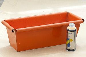 Orangen Metall - Blumenkasten aprikotfarben ansprühen:1/3