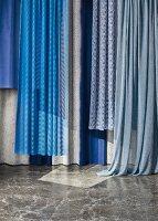Vorhangstoffe in Blautönen