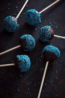 Cake pops with blue sugar beads (vegan)