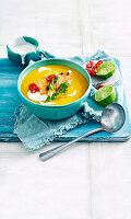 Kürbis-Ingwer-Suppe mit Garnelen thailändische Art