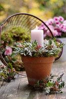 Kerzenkranz aus wilder Pistazie und Silberblättern