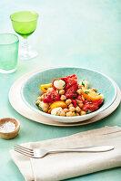 Kichererbsensalat mit Gemüse und Mozzarella