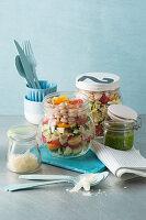 Proteinreicher Pasta-Shake-Salat 'To Go'