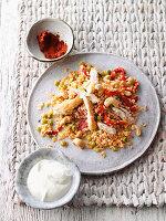Pikante Bulgur-Pfanne mit Paprika und Cashewkernen