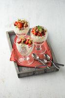 Erdbeer-Trifle mit Kokos-Quark-Mousse