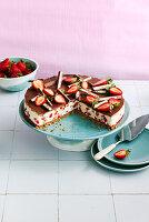 Joghurt-Strawberry-Cake mit Keksboden