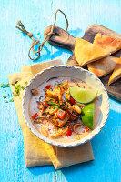 Sommerliche Gyros-Suppe mit Ananas und Kokosmilch