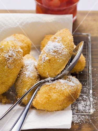 Fried semolina dumplings