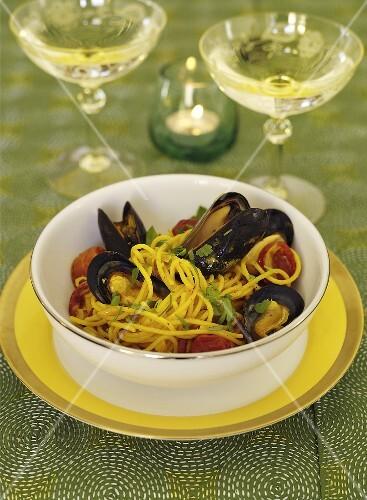 Spaghetti with saffron, mussels and chorizo