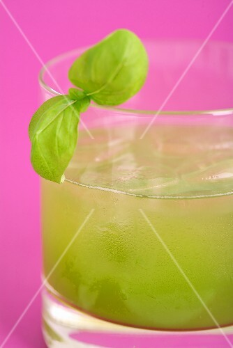 Gin Basil Smash (Gin Basil Cocktail)