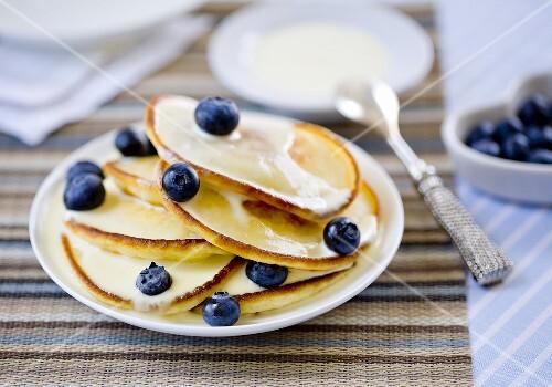 Pancakes with blueberries and yogurt sauce