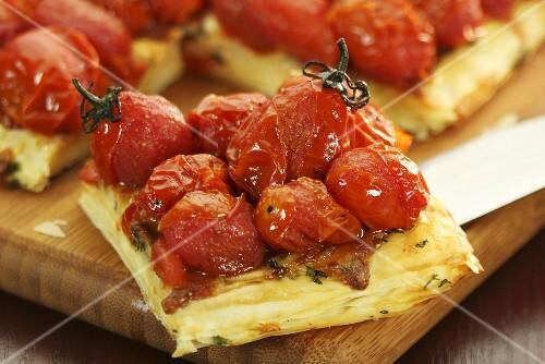 Tomato tart, a piece cut