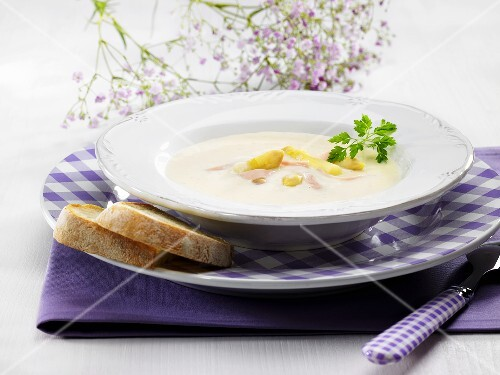 Asparagus soup with ham and bread