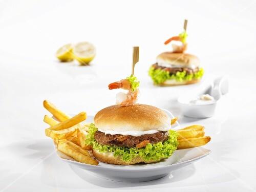 Hamburger with prawns and chips