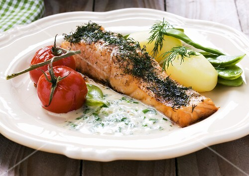 Salmon fillet with dill and herb sauce
