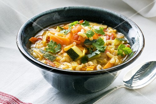 Vegetable soup with courgette, carrots and elbow macaroni